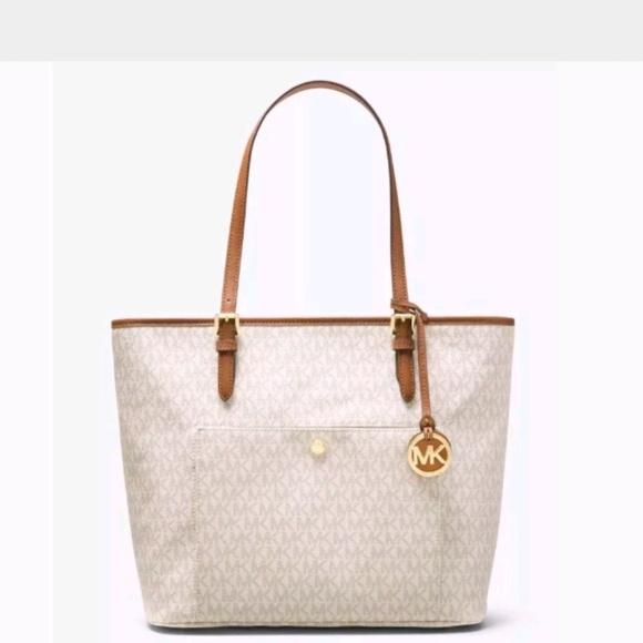 109654512b17 Michael Kors Bags | Jet Set Snap Pocket Tote Vanilla | Poshmark